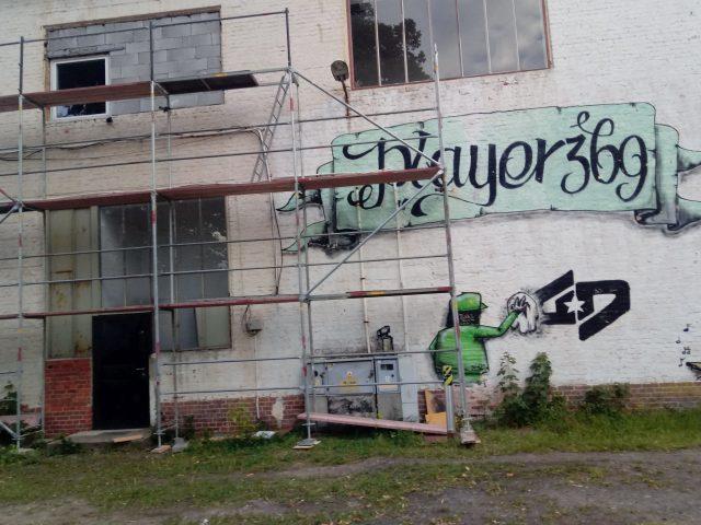Piaskowanie elewacji budynku należącego do SAG Sp. z o.o. w Legnicy.