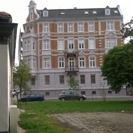 Piaskowanie kamienicy przy ul. Szkolnej w Legnicy